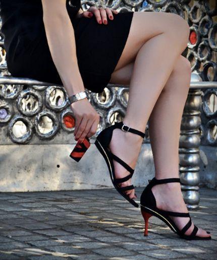 Fashionable black interchangeable heels