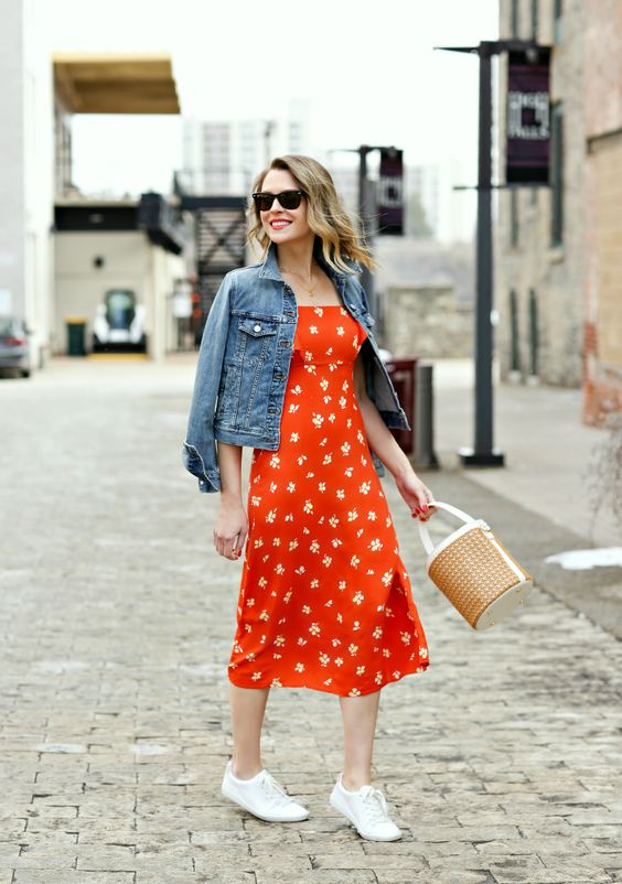 pairing denim jacket and floral dress for spring