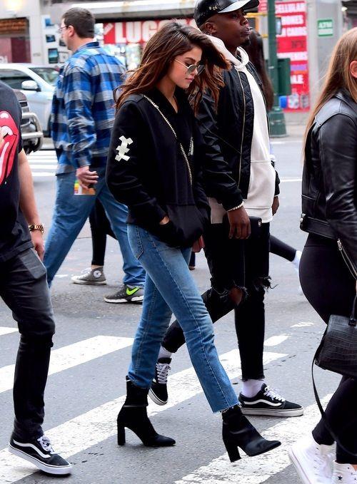 amazing black hoodie for street style