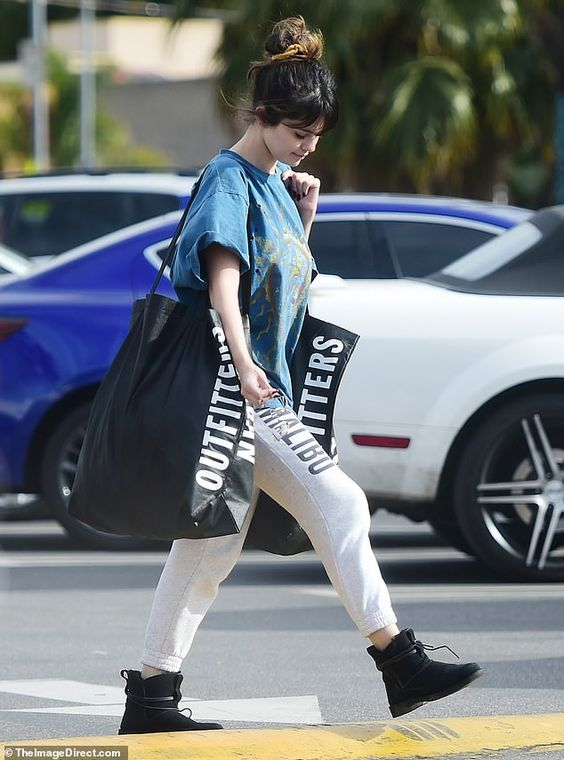 casual and sporty Selena Gomez look
