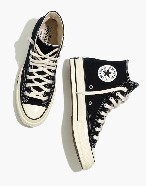 canvas sneakers 90's fashion item