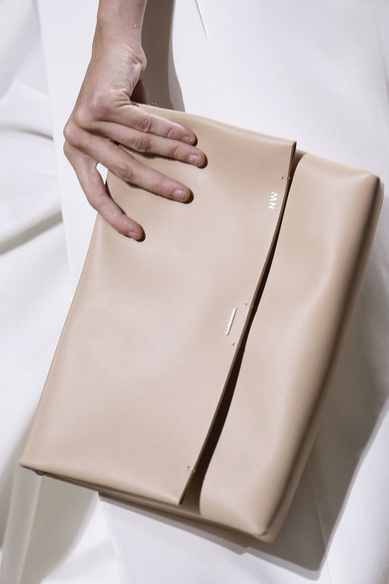 nude clutch for casual spring look