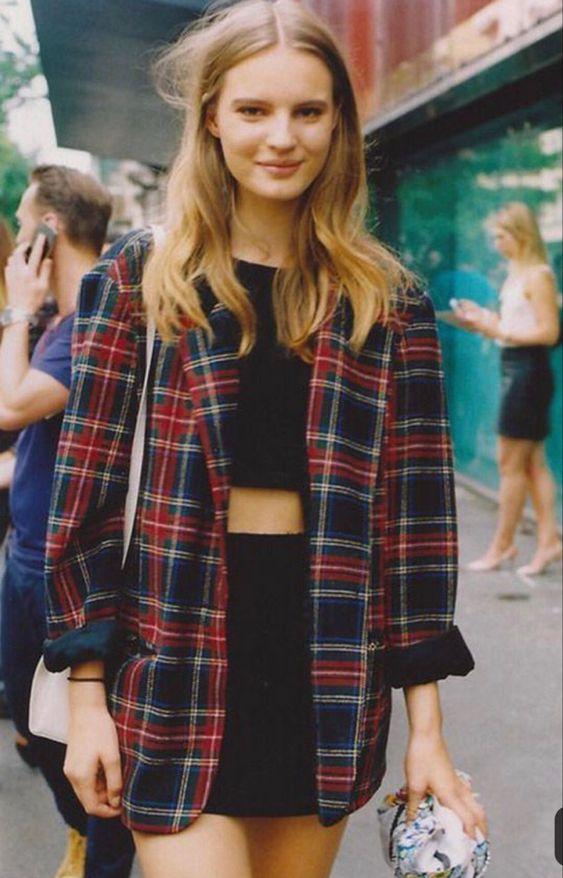90's fashion outfit idea with plaid shirt