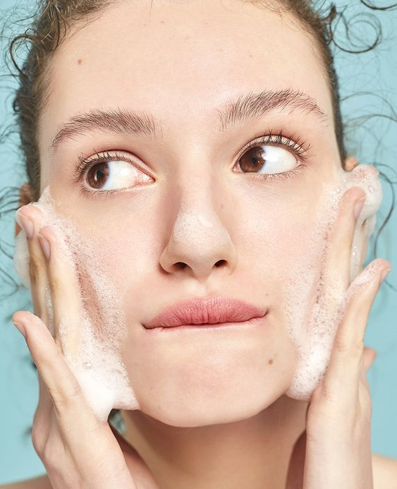 washing face with salicylic acid for oily skin