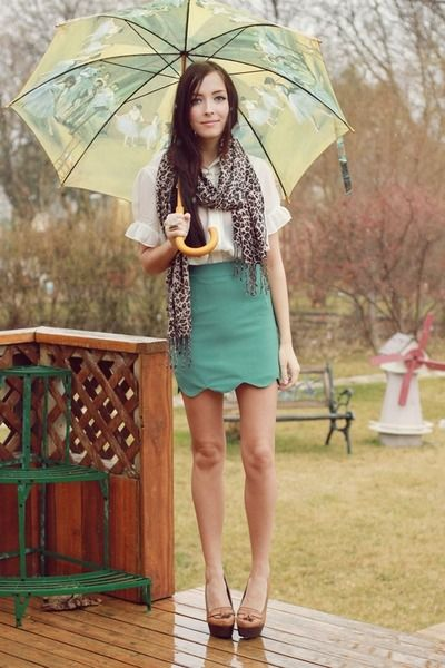 simple skirt and scarf for rainy day outfit ideas