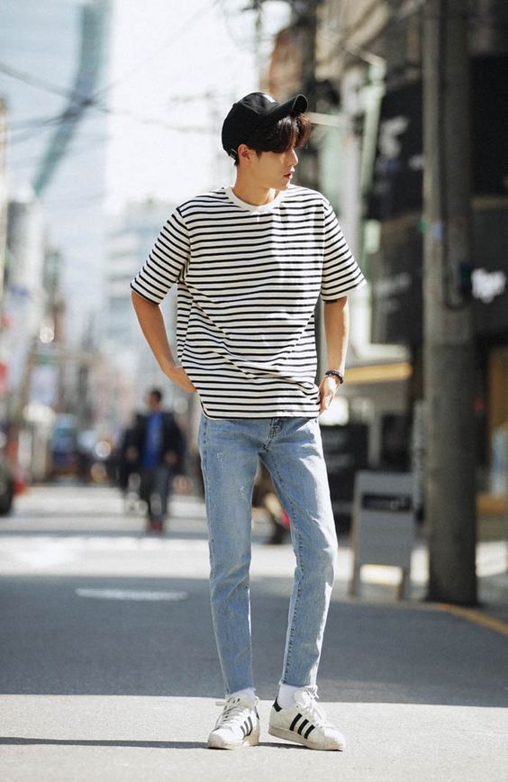 men's casual outfit striped tee