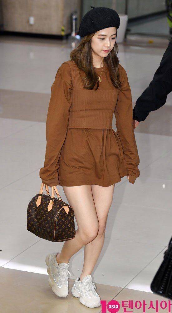 Jisoo chic airport look