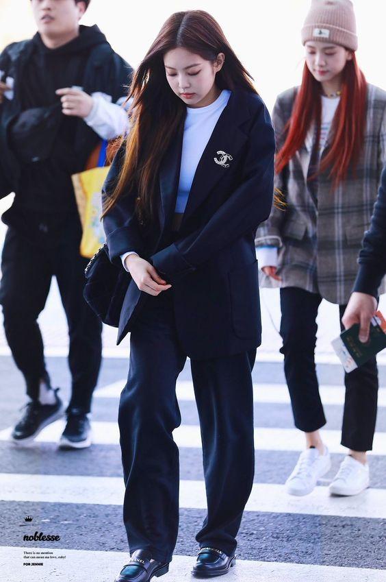 Jennie Blackpink street style wearing coat