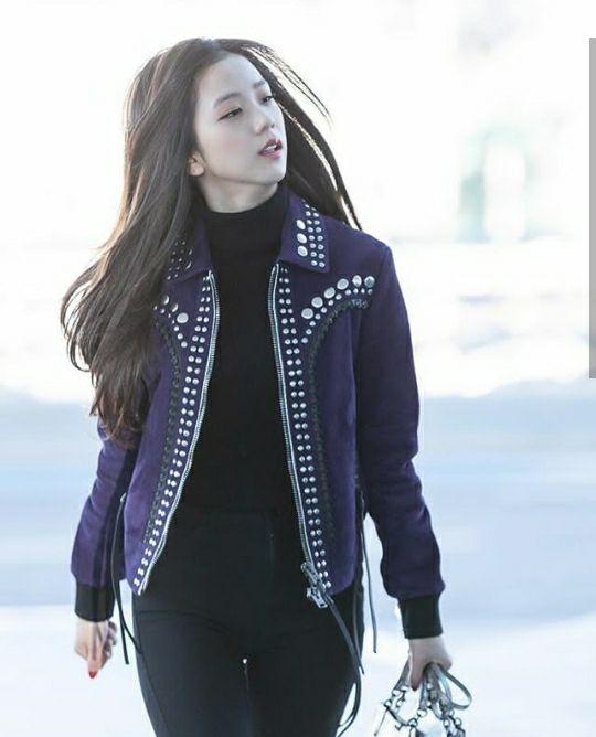 Jisoo Blackpink elegant street style