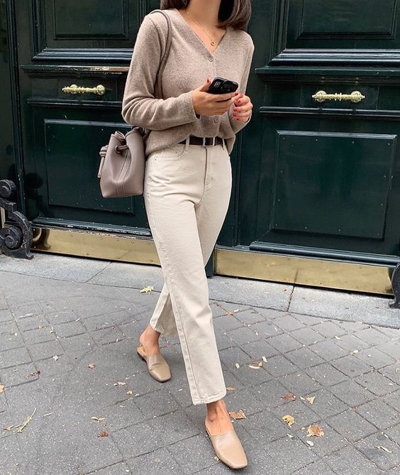 neutral color minimalist outfit style