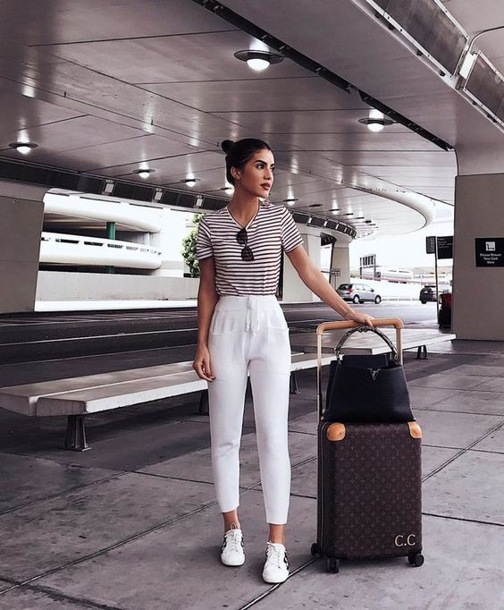 trendy summer airport travel outfit idea