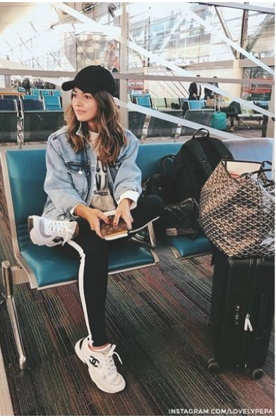 casual street look for the trendy airport fashion look
