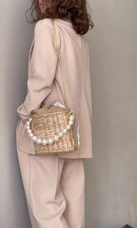 crossbody straw bag with pearls French fashion look