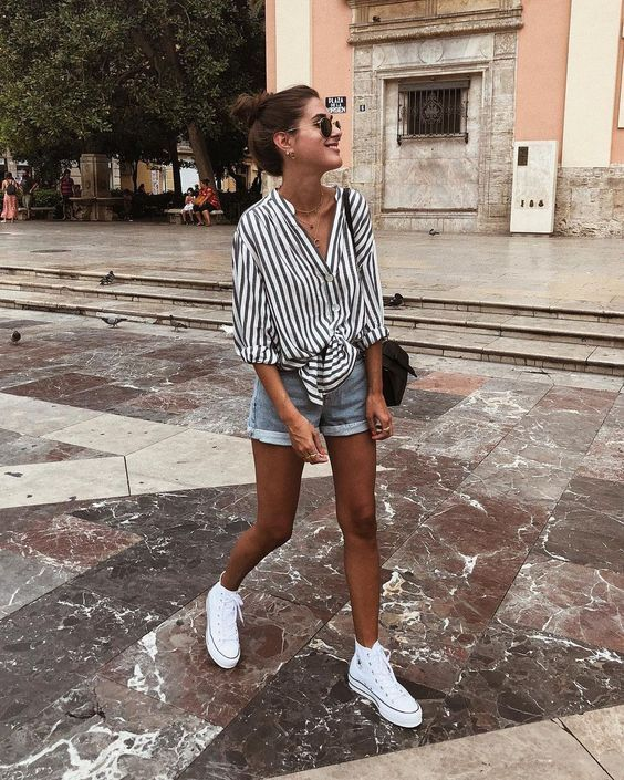 White sneakers for summer essential look