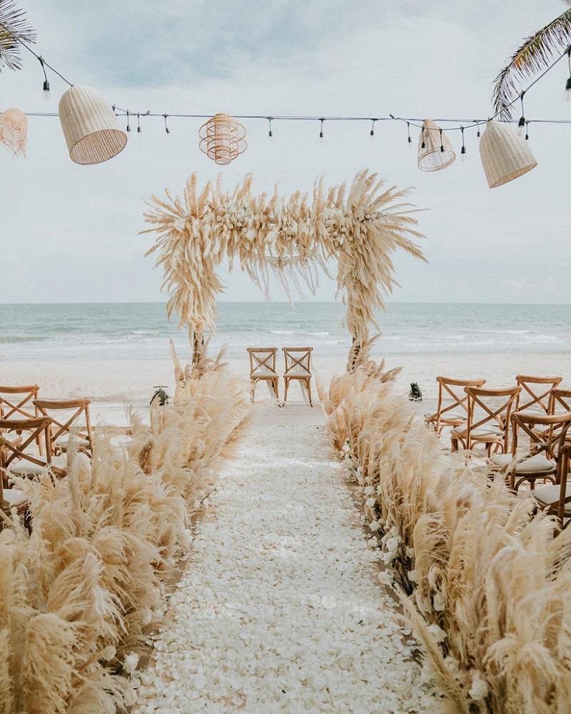low-budget beach wedding decor